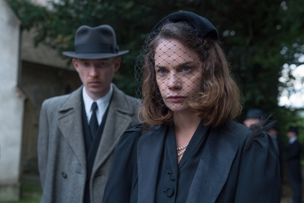 Domhnall Gleeson is trying to marry upward with Caroline (Ruth Wilson) in The Little Stranger