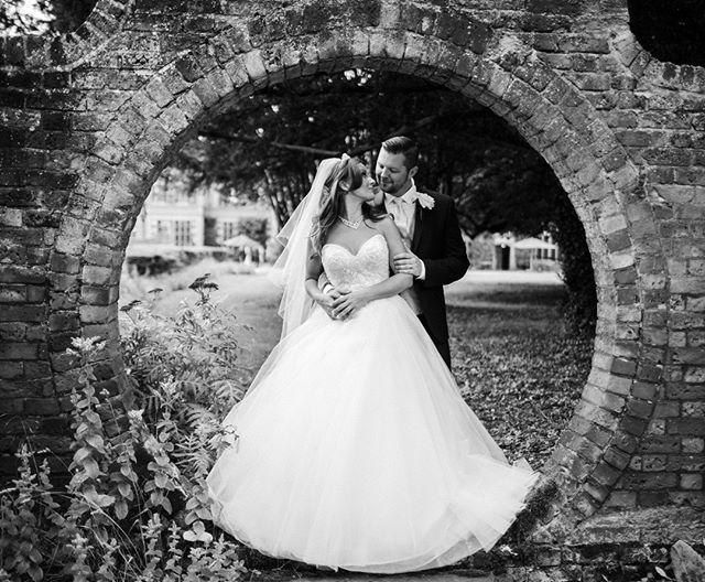 A shot from a marvellous countryside wedding from last summer. See more at www.farinellifoto.it . . . . . . . #heyweddinglady #socalweddings #brideandgroom #weddinginspiration #weddingideas #luxurywedding #weddingphotography #weddinginspo #weddingplanner #weddingday #brides #love #ido #weddingphotographer #weddingdetails #instagood #bride #instalove#instalike #instabride #london #italianwedding #realwedding #fotografomatrimonio #matrimonioroma  #tuscanywedding #bridalportrait #loveandwildhearts #Итальянскаясвадьба #sposa