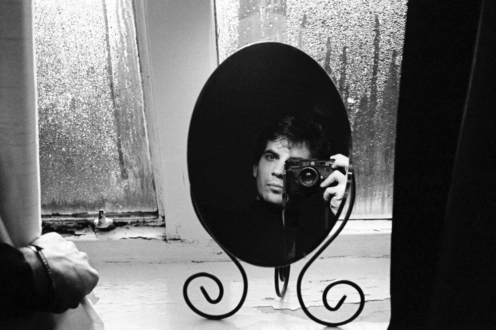 Un autoritratto scattato negli anni di studio a Londra, con la mia vecchia Leica M6