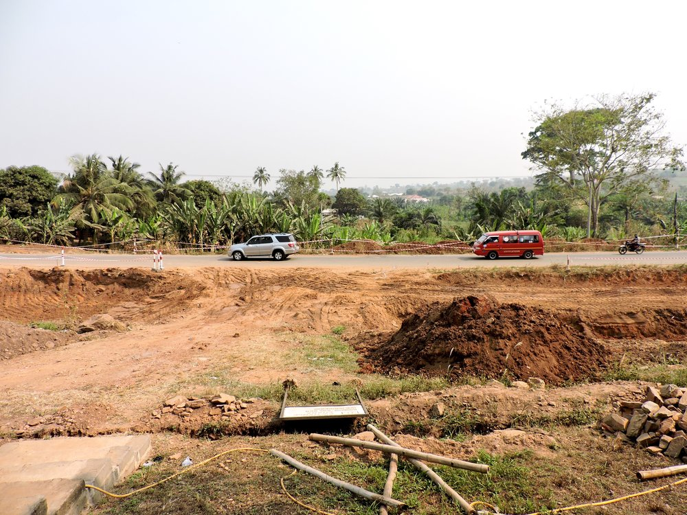 Another view of our construction zone... you can see the haze of 95 degree heat in the dry season
