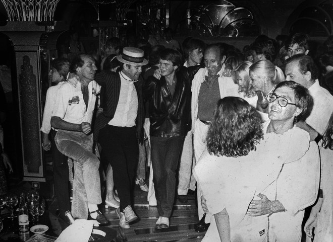 Elton John at the St. Tropez nightclub Les Caves du Roy. (Photo: Jaubert / Courtesy of Hotel Byblos)