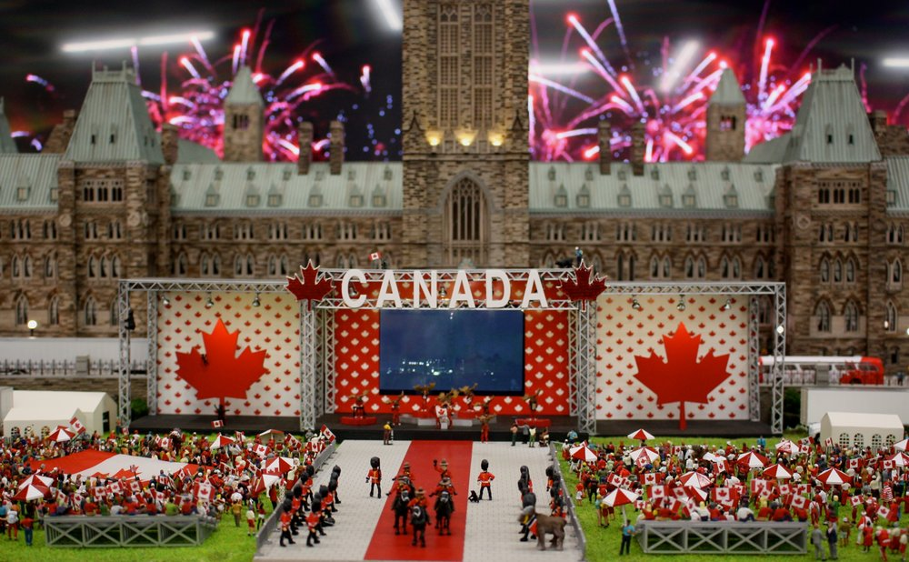 Maurice finished up his adventure on Canada Day by visiting our country's Parliament Buildings - how fitting! He watched some lively fireworks while surrounded by so much Canadian pride. - July 1, 2018