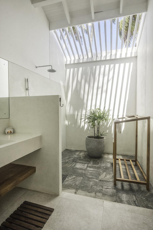 Bedroom 2 ensuite with indoor/outdoor shower