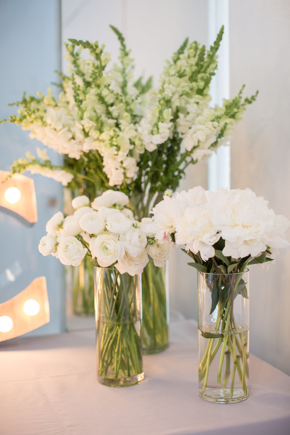 White peonies, ranunculus and snapdragons