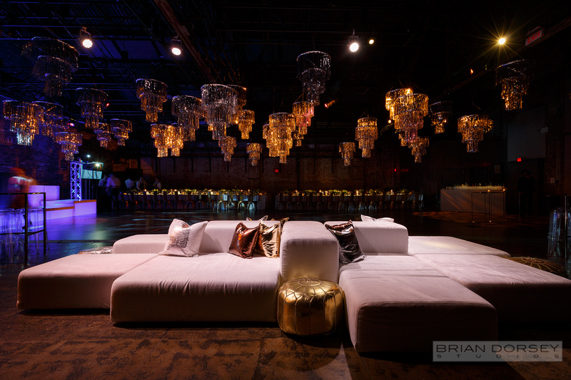 Lounge furniture with metallic pillows