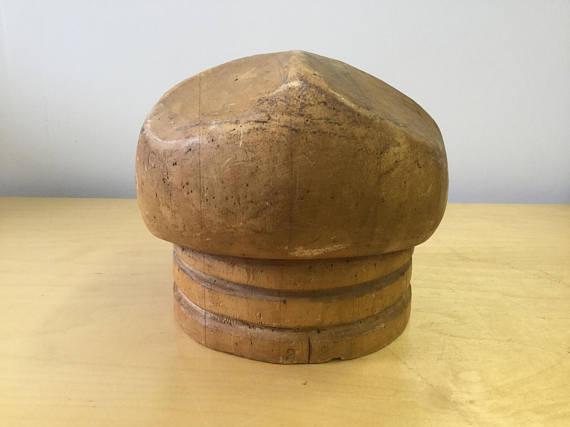 Vintage beret bloc $145