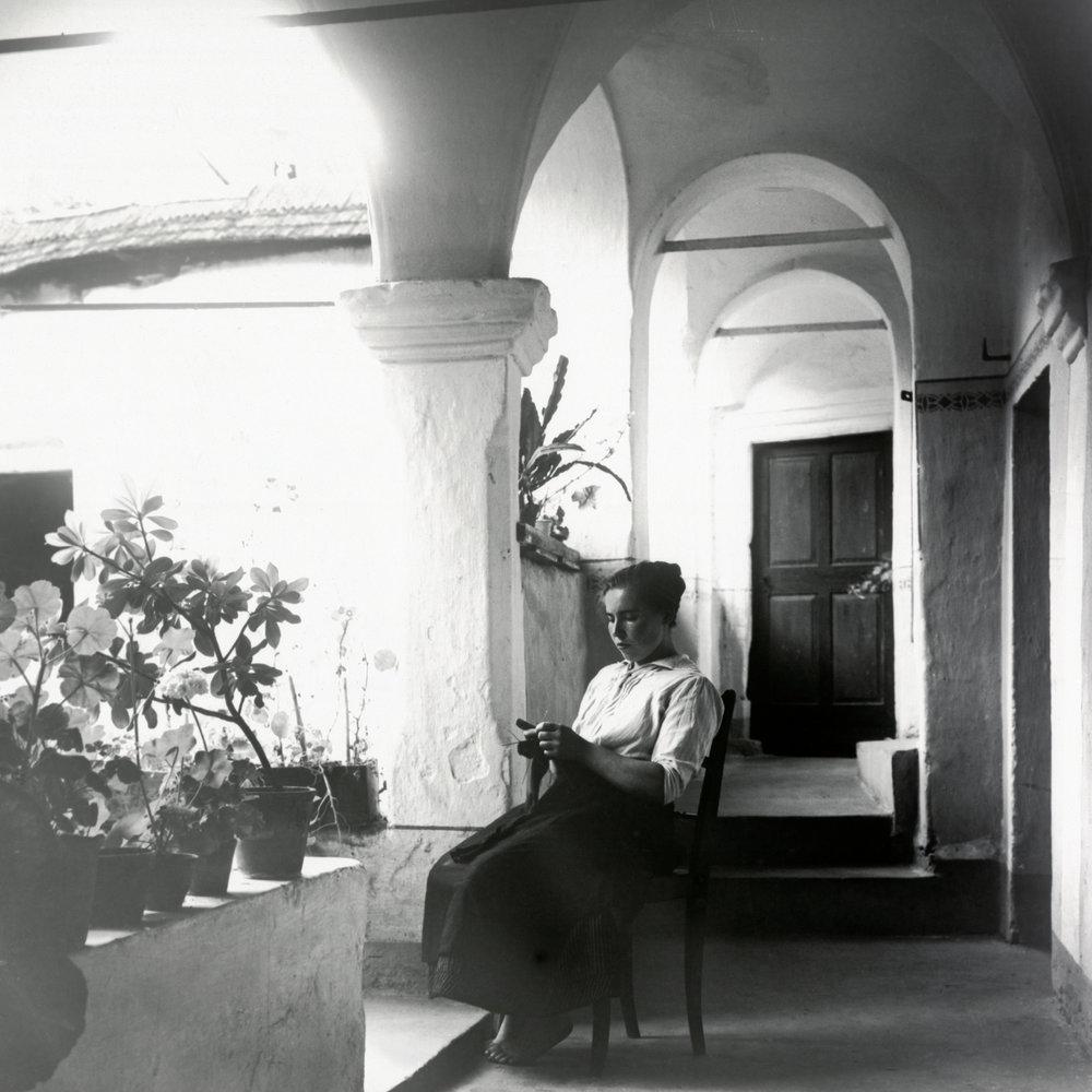 1910 IN FRANCE