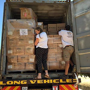ffcc-unloading-boxes-300x300.jpg