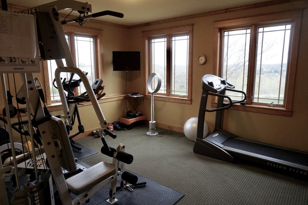 bedroom 4  (CURRENTLY USED AS A WORKOUT ROOM)