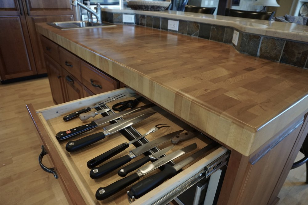 KNIFE DRAWER AND END GRAIN BUTCHER BLOCK COUNTER ON THE ISLAND
