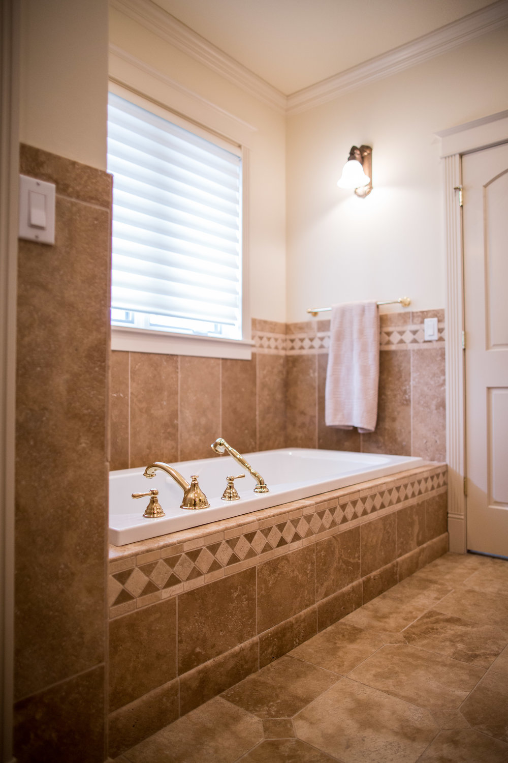 MASTER BATHROOM - EXTRA LONG JETTED TUB