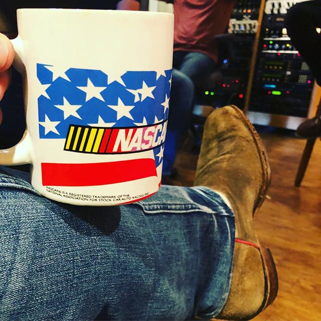 This day ended tracking country demos. Dress the part or so they say. Don't fret tho, born and raised a Texan...I'm legit. 🤠 #murica #dressforsuccess #songwriter #musicproducer #countrymusic #christmasmusic