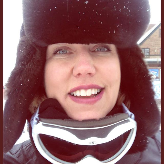 The face of adversity? You bet. How often do we know something icky is coming and we don't prepare? I am wildly allergic to horses so I packed a mask and goggles for a winter slay ride. Wasn't cute but worked 100%! Was talking to a client who knew she was getting laid off - and she made the effort to review her contract and she knew where she stood so she was ready to ask for 2 month severance VS two weeks. The lay off was sudden - and without cause, so she was rightly optimistic they would give her more than the bare minimum. They compromised and she got 6 weeks. THREE TIMES what she would have gotten without prep! 👏🏻👏🏻🏆 • • • • • • • #parkcityutah #negotiate #severance #furhat #goggles #winterfashion #womensfashion #feminism #feminist #empoweringwomen #warm #hello #worklifebalance #livingyourbestlife #influencer #financialfeminist #negotiation #empowerment #womensempowerment #girlpower #gogirl #whips #strongwomen #gogirl #yes #morewomen #staywoke #feminine #feminist  #femaleleader
