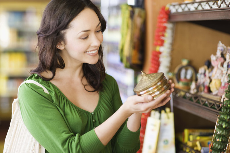 Woman shopping in an antique store, using the rewards she earned through USCCU checking.