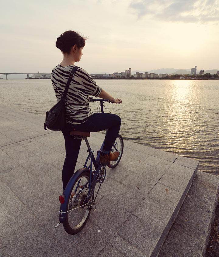Biking along the Kyobashigawa river