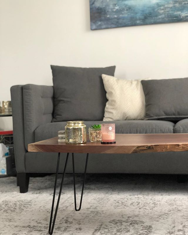 Details Love it when our customers/family have pretty houses for pictures. Have an idea for something you want? Let us know! • #jonmartinwoodworking #jmwoodworking #woodworking #liveedge #coffeetable #liveedgetable #liveedgecoffeetable #carpenter #carpentry #table #walnut #hairpinlegs #etsy #etsyseller