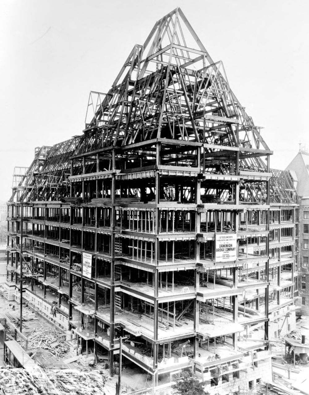 Construction of the Humboldt Street wing of the Empress Hotel. Image G-03999 courtesy of the Royal BC Museum and Archives.