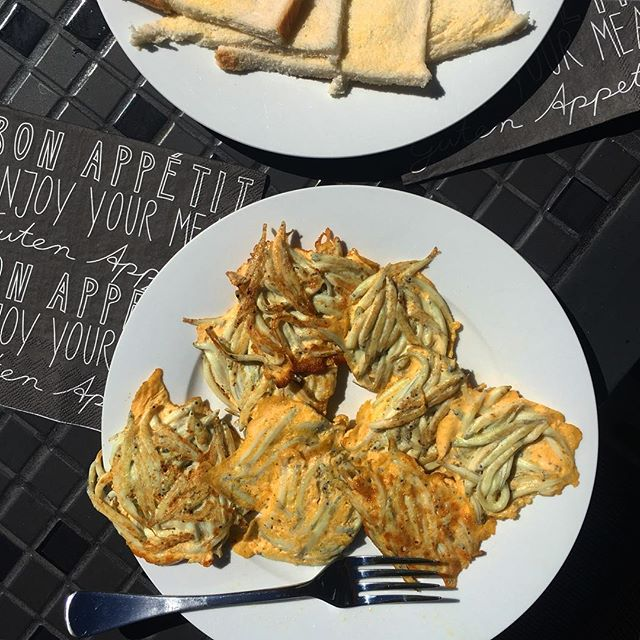 Home for a night and home cooked whitebait fritters with white bread #whitebait #newzealand #homecooking