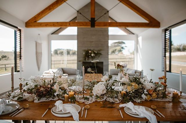 A little taste of what an intimate luncheon or dinner looks like at the barn. @two_foxes_styling @missdahliamay @frankandpeggy