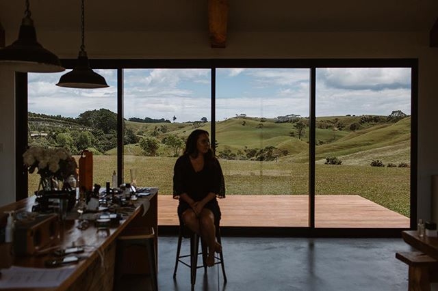Champagne, breaky and the girls! Bridal prep with endless views at the Barn 🙌