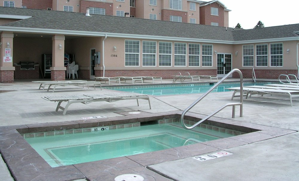 Clubhouse Pool And Jacuzzi