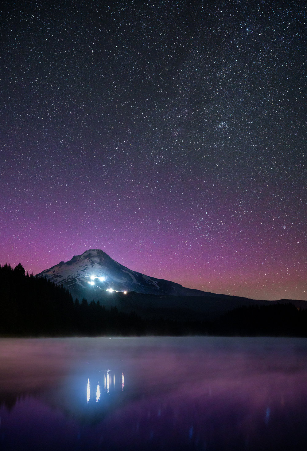 Trillium Lake Lights, Sony A7RII, Sony Zeiss Distagon 35mm f/1.4 , 20 sec, f/2.8, ISO 3200
