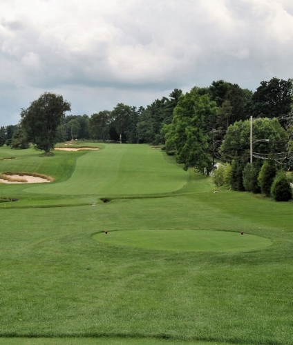 The par 5 second hole.  Ardmore Avenue is along the right side of the fairway.
