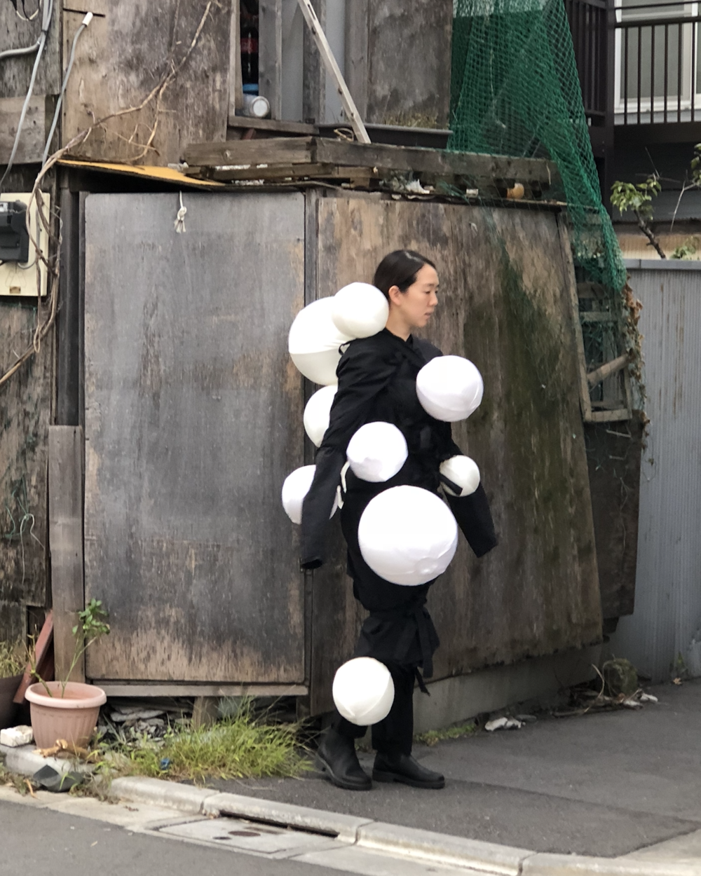 Your thought bubbles  2018  silk, cotton, rubber  installation dimensions variable  performer: anna kuroda
