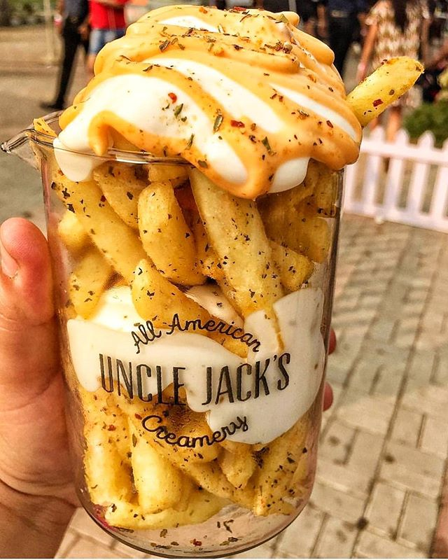 The indecent things I would do to these fries...😘 Anyone else having a craving for these luxurious fries🍟!!? (Also can Friday be here already!😥) . . . #hangry #werehangrytravelers #thehangrytravelers #hangrytravelers #nomnom #foodie #cheesefries #snacks #cheese #yas . Regrann from @foodiesince96 -  Since I'm getting withdrawal symptoms of not attending the Grub fest cuz of me being busy the first two days & third day sick 🤒so all I'm sitting at home 🏠 and craving for these Chicken 🍗Cheese 🧀 & Fries 🍟 😪#Foodiesince96  #yummy #tasty #fries #cheesyfries #cheesefrieslove #regrann
