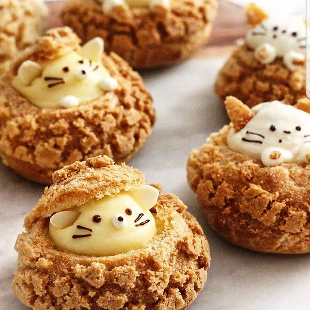 I'm pretending these are cute hedgehogs rather than 🐱🐭. Needed a cuteness boost to help get through the Thursday blues!!! Too cute to eat!? I certainly don't think so 😈! . . . #hangry #dessert #werehangrytravelers #nomnomnom Regrann from @amourducake -  Yes or no?? Kitty choux 🐭🐭 by @sweet_essence_ Its so cute !!!! #choux #whippedcream #kawaii #japan #cute #donuts #cake #cakes #foodporn #amourducake #bakery #pastry #patisserie