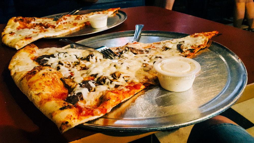 hangrytravelers_pizza_florida_2.jpg