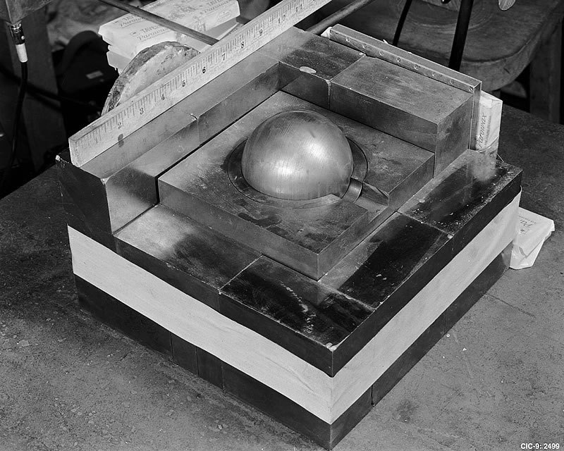 A core of plutonium nested in an assembly designed to push the plutonium to the critical point (re-creation). Credit:  Los Alamos National Laboratory .