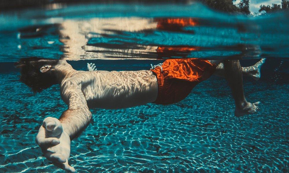 floating-1854203_1920.jpg