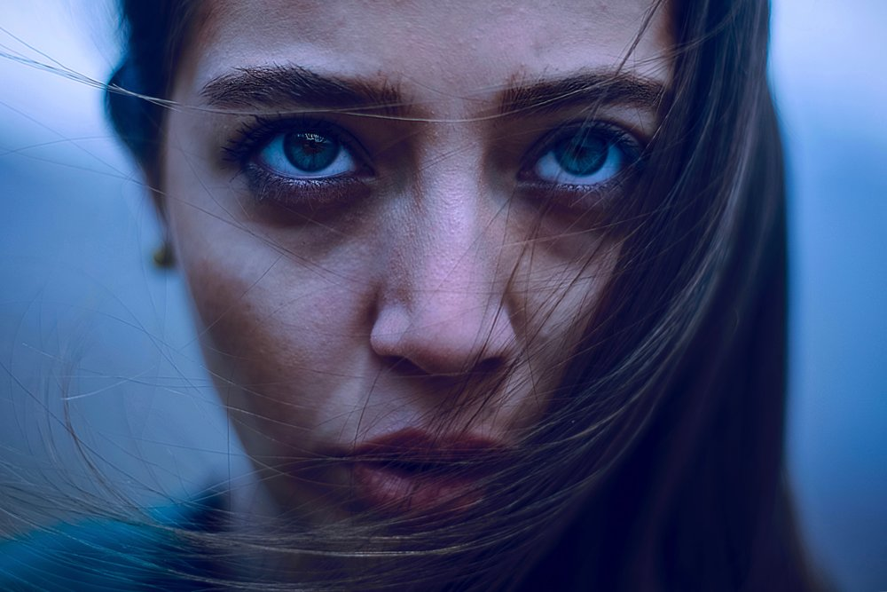 Trauma-counselling-and-therapy-for-Complex-PTSD-in-Melbourne-close-up-of-young-woman's-face-looking-up