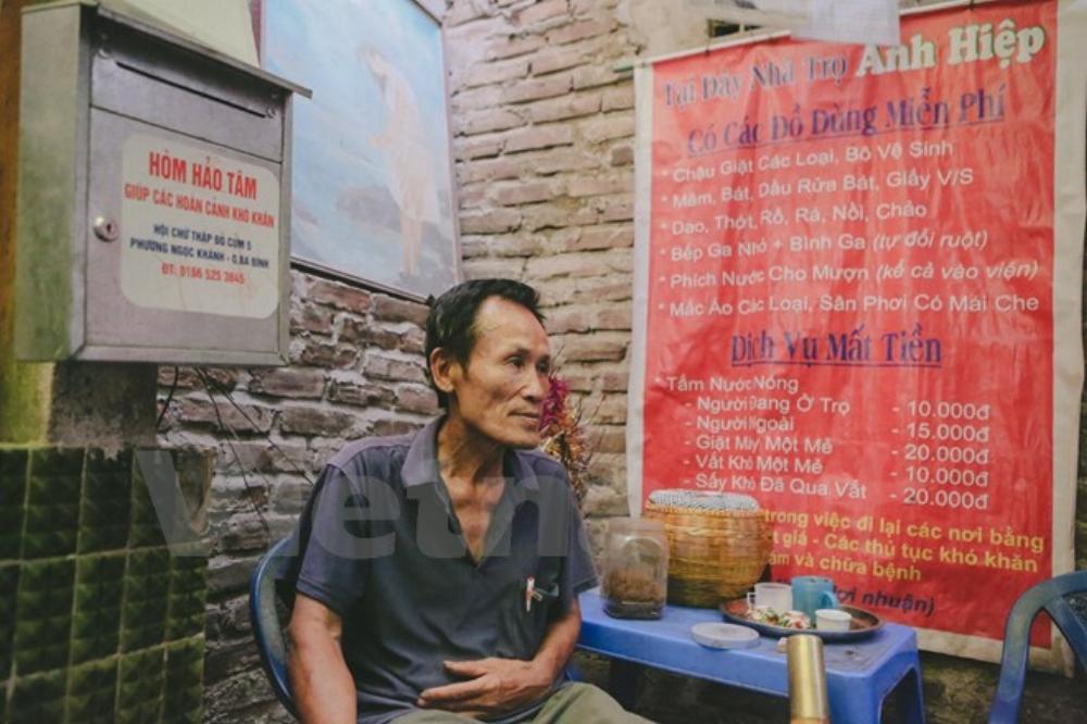 Chính vì vậy, từ năm 2008, ông Hiệp đã lên kế hoạch mở khu nhà trọ giá rẻ với 42 phòng dành cho những người nghèo khó đến ở. Mỗi ngày có khoảng hơn trăm lượt khách đến thuê phòng trọ. (Ảnh: Minh Sơn/Vietnam+)