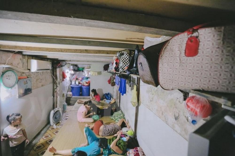 Những phòng trọ tập thể vừa có điều hòa mát rượi giữa những ngày Hà Nội nắng nóng đỉnh điểm. Ông Hiệp luôn cố gắng cho nhiều người nghèo được hưởng giá thuê phòng rẻ nhưng lại chu đáo. (Ảnh: Minh Sơn/Vietnam+)