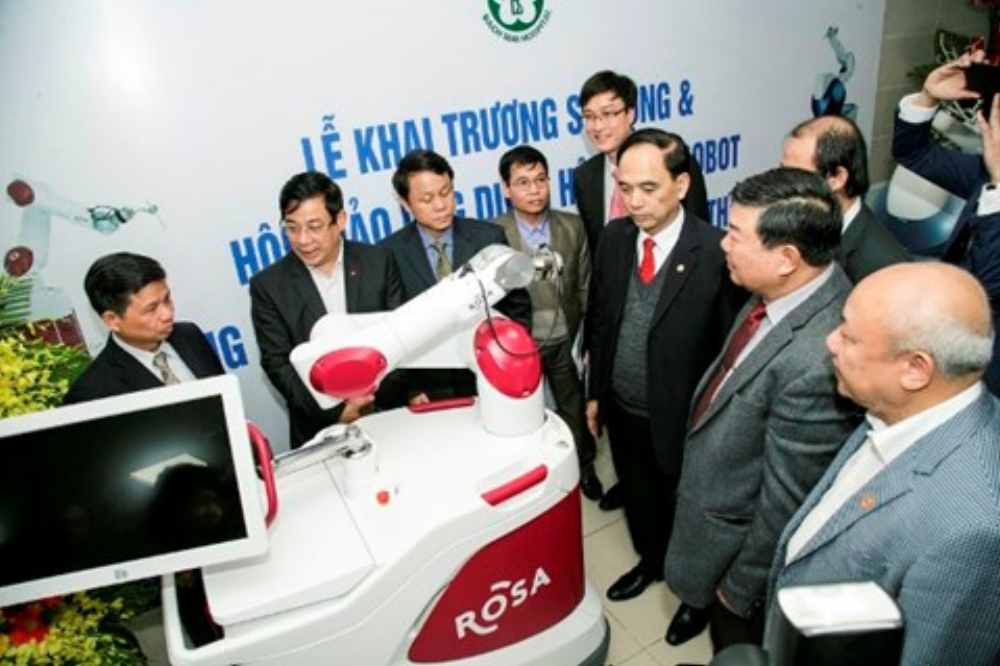 Hệ thống robot phẫu thuật Mako và Rosa được Bệnh viện Bạch Mai ứng dụng là hệ thống robot hiện đại nhất hiện nay. Ảnh: Báo ANTĐ