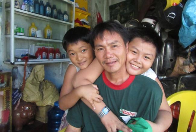 Anh Lê Văn Thái và các con.