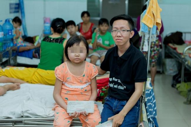 Thái cùng nhóm hát rong của mình đã nhiều lần đóng viện phí giúp các bệnh nhi - Ảnh: NGỌC HIỂN