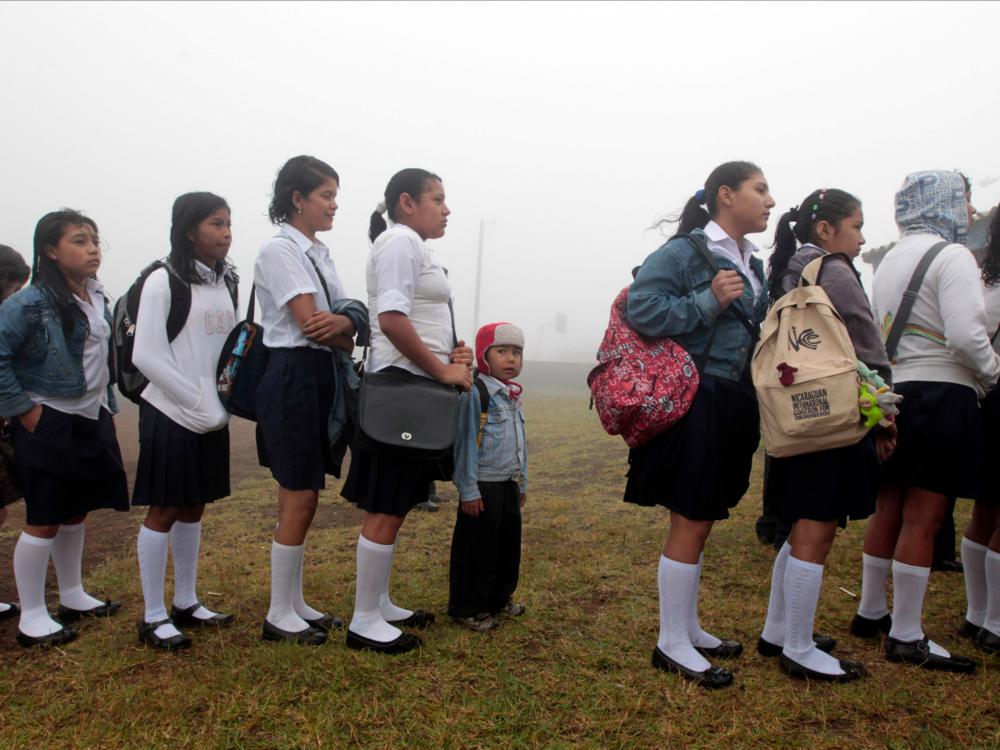 Học sinh xếp hàng nhập học tại Nicaragua (nguồn: REUTERS/Oswaldo Rivas)