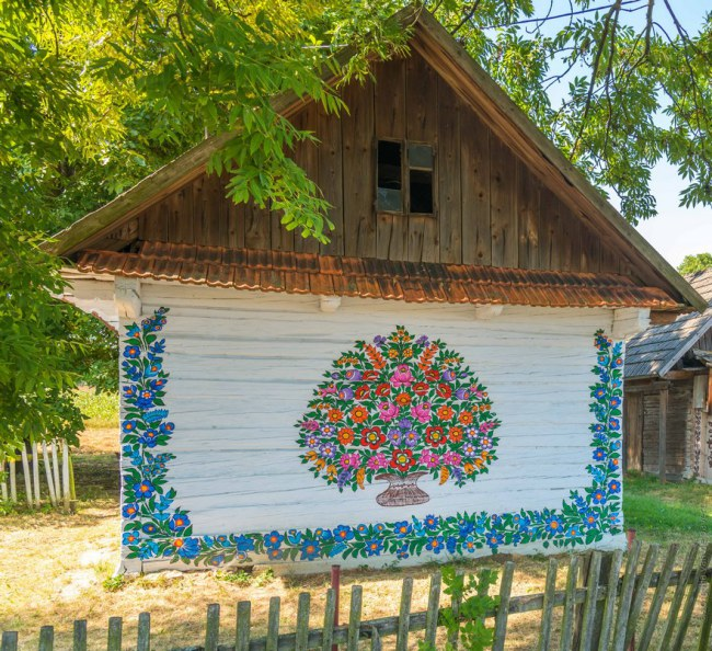 polish-village-floral-paintings-zalipie23-5892ebc15e36e__880.jpg