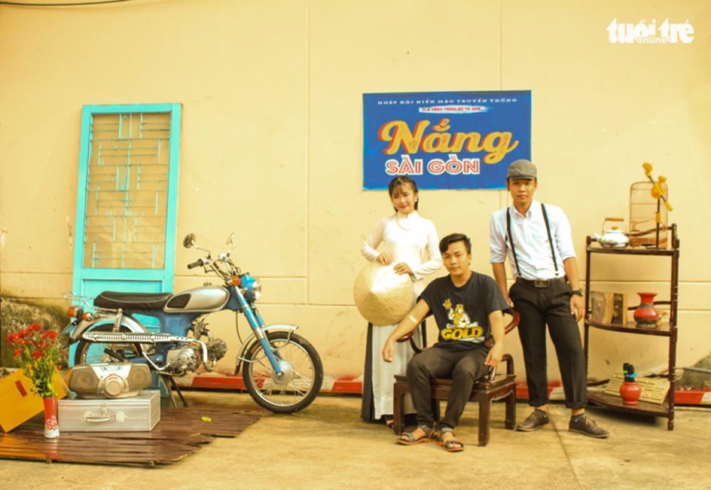 Người đến hiến máu sẽ được thỏa thích chụp ảnh lưu niệm trong không gian độc đáo mang phong cách Sài Gòn xưa do các tình nguyện viên thực hiện - Ảnh: MAI PHƯƠNG