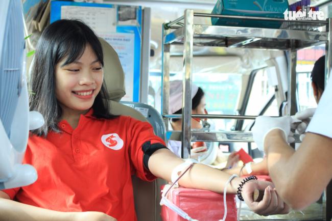 """Mai Thị Quý chia sẻ: """"Hiến máu theo phong cách Sài Gòn xưa thú vị quá. Đây là lần đầu tiên mình được tham gia buổi hiến máu đặc biệt thế này"""" - Ảnh: MAI PHƯƠNG"""
