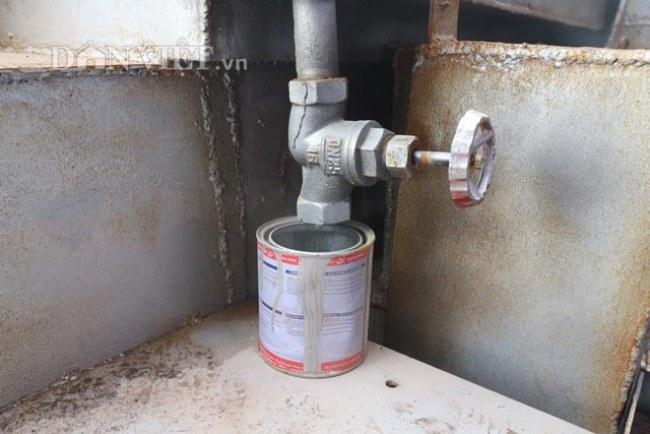 Vòi chiết dầu thô của máy xử lý rác thải dân sinh của Nhóm Kim Cương Việt.