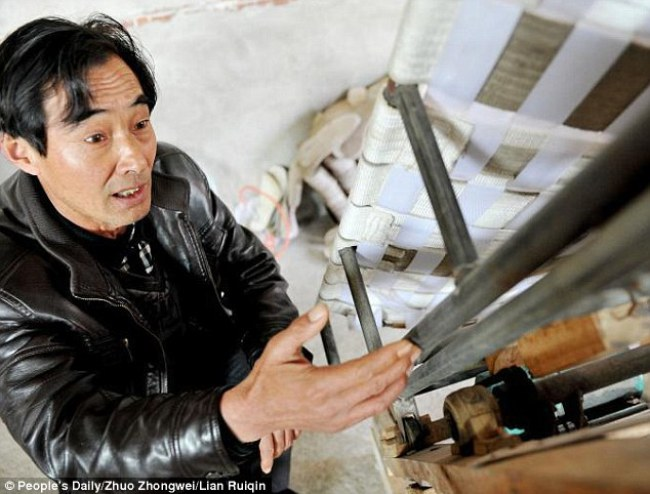Ông Zhu còn sử dụng thiết bị của mình để giúp đỡ những người mắc bệnh sỏi thận ở nơi ông sinh sống