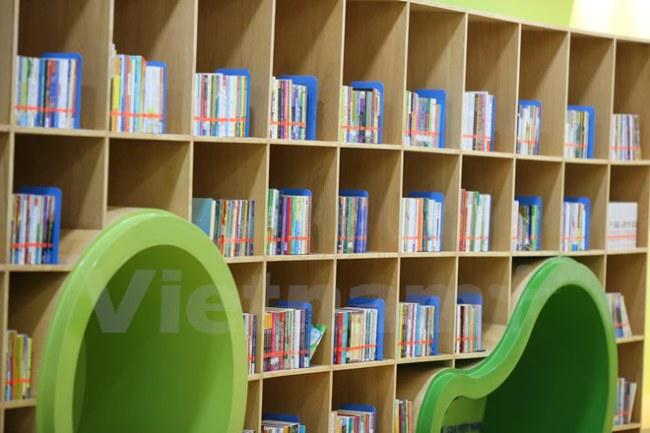 Thư viện nằm trong dự án phi lợi nhuận thực hiện theo chuyên mục Góc Cửa sổ Hàn Quốc năng động, Thư viện văn hóa thiếu nhi (Dream tree children's Cultural Library) là một mô hình thư viện kiểu mới, kết hợp giữa đọc sách với các hoạt động trải nghiệm văn hóa giữa Việt Nam và Hàn Quốc. (Ảnh: Minh Sơn/Vietnam+)