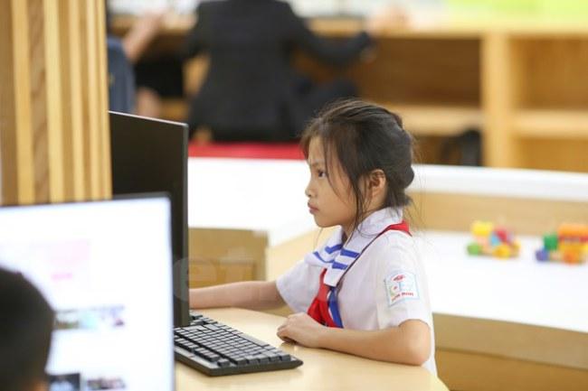 Thư viện được trang bị đầy đủ máy tính, điều hòa, thiết bị nghe nhìn theo tiêu chuẩn quốc tế nhằm phục vụ tốt nhất cho các em thiếu nhi. (Ảnh: Minh Sơn/Vietnam+)