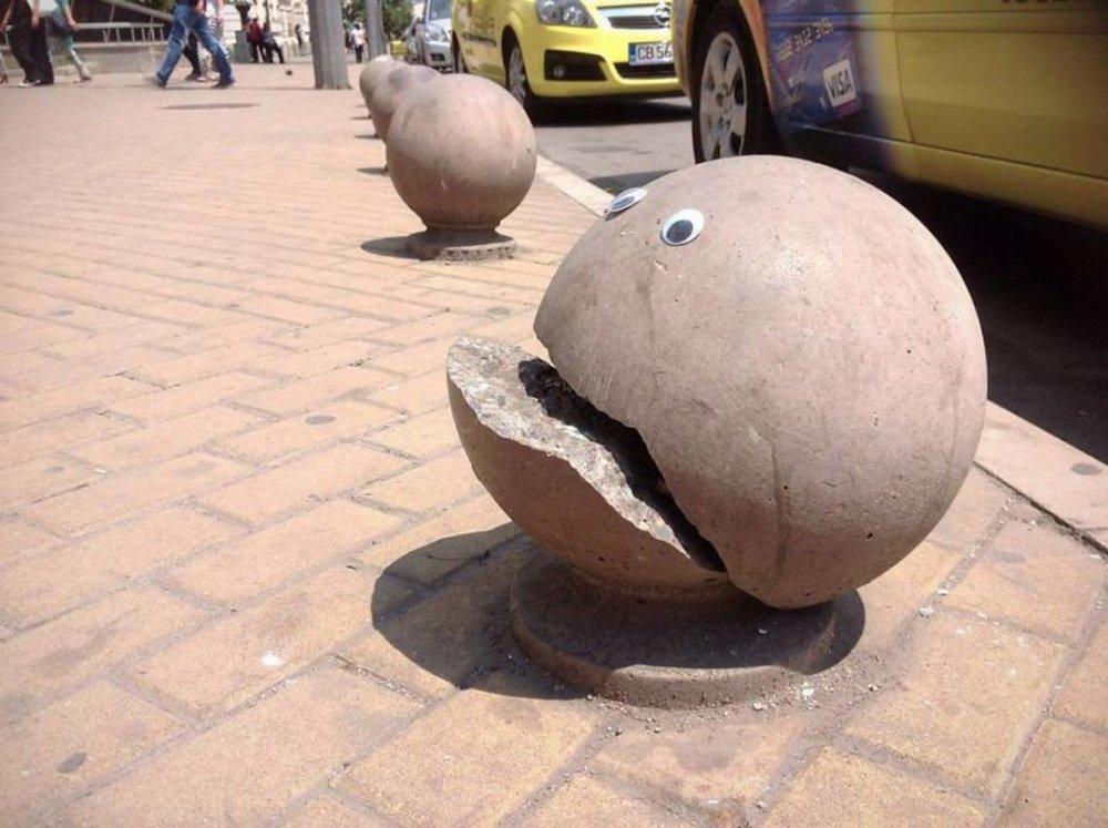 googly-eye-street-art-bulgaria-1.jpg