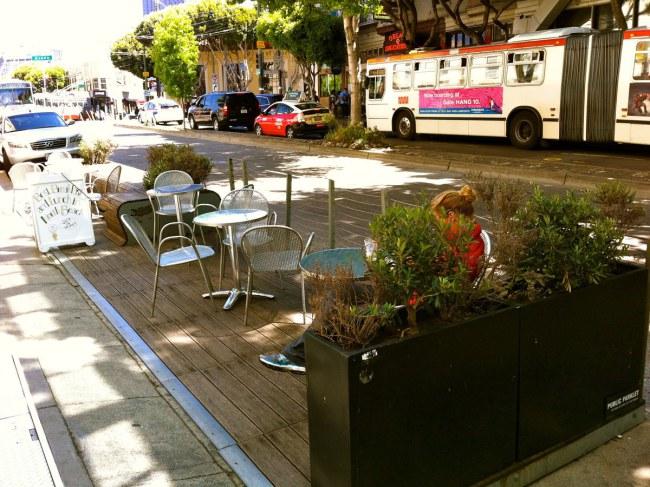 Ảnh: Công viên đường Divisadero do quán café Mojo Bicycle xây dựng.