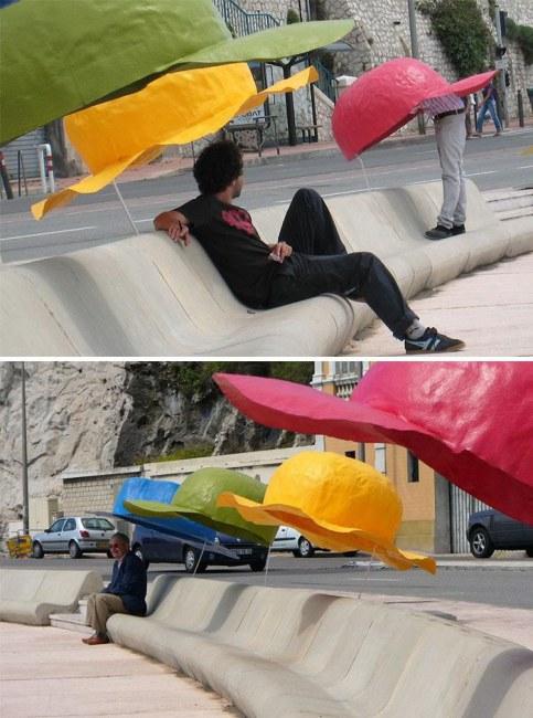 Ảnh: Ghế ngồi với ô che dễ thương tại bãi biển Marseille (Pháp)